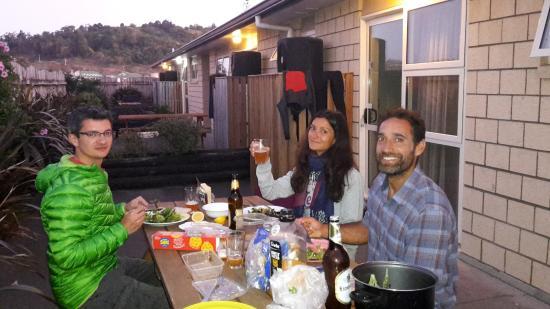 Captain Cook Motor Lodge: Cena in relax all'esterno della camera