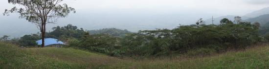 Belalcazar, Колумбия: Looking down from the hill (slightly hazy day)