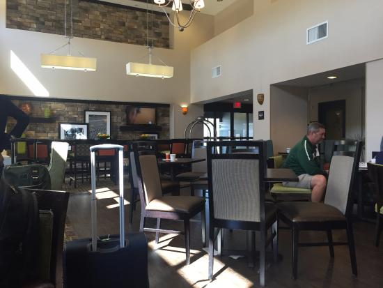 Hampton Inn & Suites Birmingham/280 East-Eagle Point : breakfast lounge