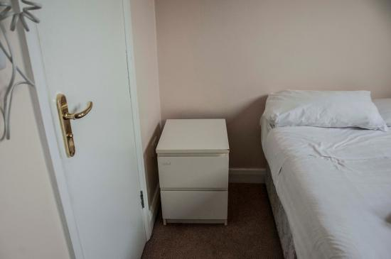 Pearl Hotel London: Not the room advertised on website - no bedside lamp - damaged, tired bedside table