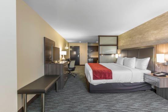 pool picture of comfort inn suites airport north calgary rh tripadvisor ca