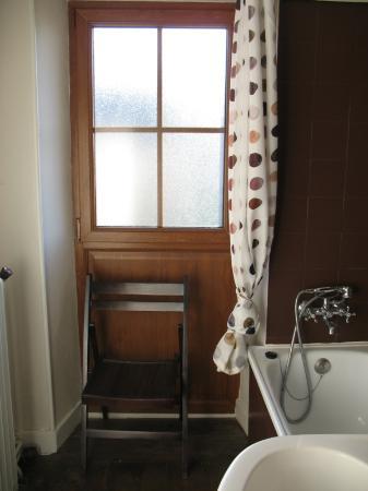 Teuillac, Prancis: salle de bains bourg
