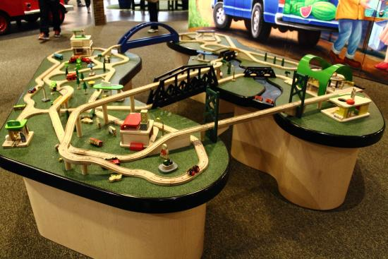Bettendorf, IA: Train set