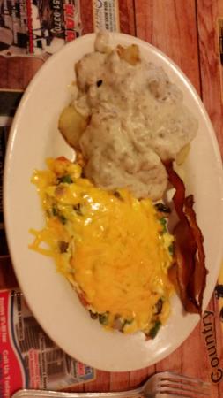 Dixie Belles Cafe: Veggie Omellete with Home fries and gravy