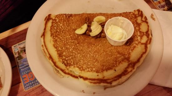 Dixie Belles Cafe: Banana Nut pancake (the size of the plate)
