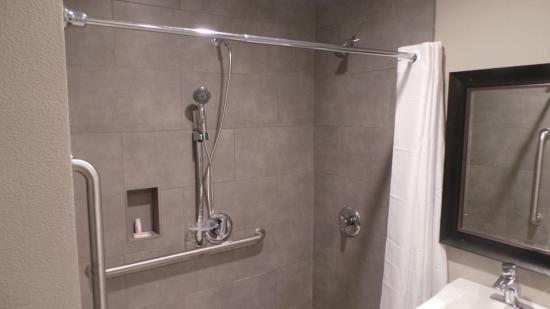 Super 8 San Diego/Imperial Beach: Bathroom 3