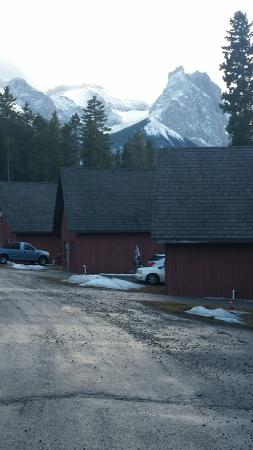 Banff Gate Mountain Resort: Other cabins on our street .