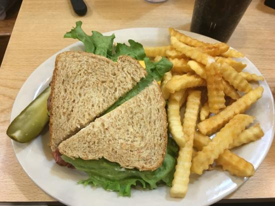Cecil's Delicatessen & Bakery: Roast Beef sandwich with fries and a pickle!