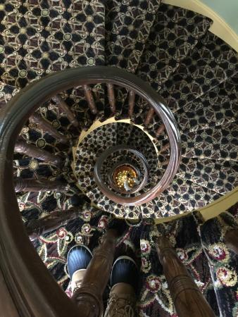 Hotel Brexton: Spiral stairs going down