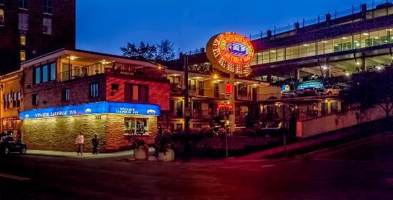 Voyageur Lakewalk Inn: The Voyageur in the evening