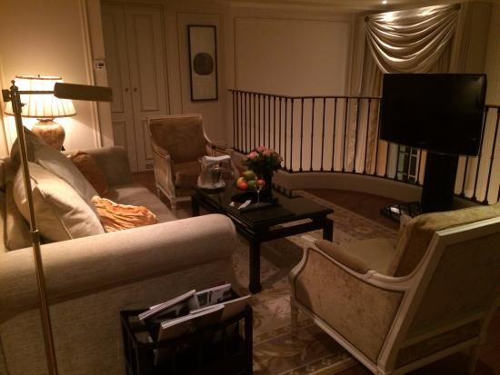 Sala en segundo piso   picture of shangri la hotel paris, paris ...