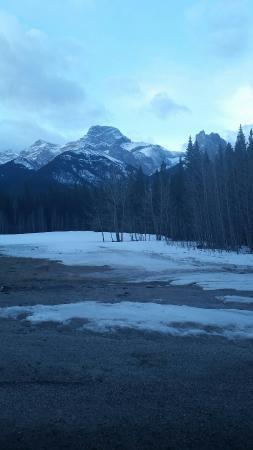 Banff Gate Mountain Resort: Beautiful and wild