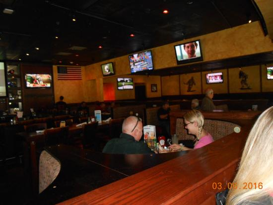 Lee Roy Selmon's: dine area
