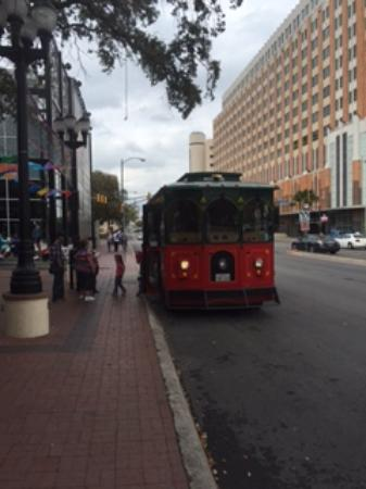 San Antonio Trolley Tours: Grand Trolley
