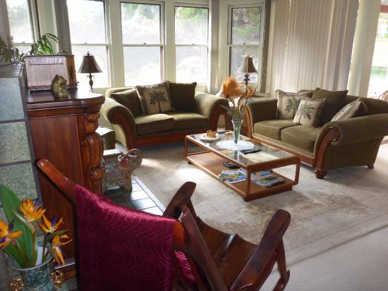 Aloha Junction Bed and Breakfast: A perfect room to enjoy solitude, a book or new found friends.
