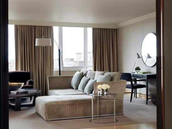 The Westbury: Luxury Four Poster Suite