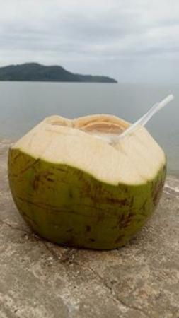 Pantai Merdeka: Coconut drink was the best beverage you can buy at the beach.