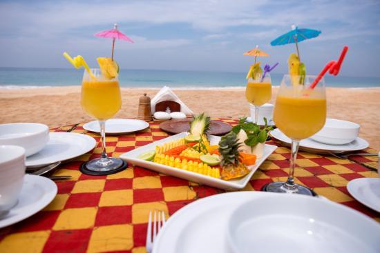 Max Wadiya Breakfast On The Beach