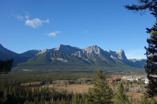 HI-Canmore/Alpine Club of Canada: vue du salon