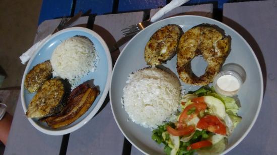 Barracuda Steaks Mit Coconout Reis Und Gegrillten Bananen