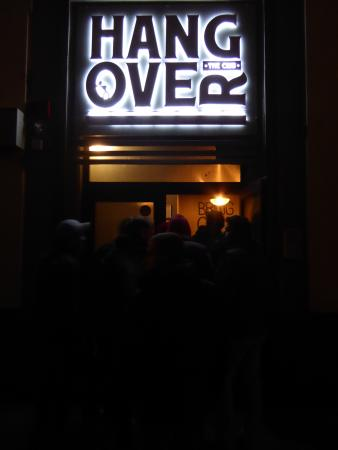 Hangover Club: 外から