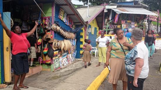 Fort Montego: Lokalt Marked