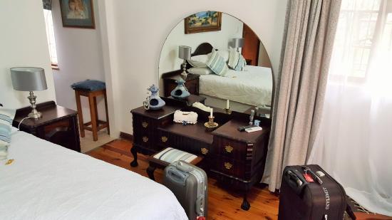 Addo, Sudáfrica: Furniture is authentic