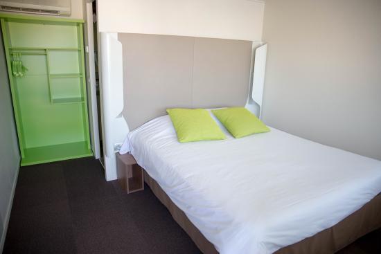 Campanile Dole : chambre rénovée