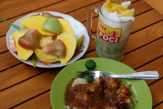 roemah kuliner metropole ada rujak buah siomay dan es alpukat rh tripadvisor com