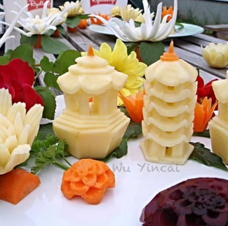 Heinola, ฟินแลนด์: Chef's carvings, pagodas are made of potatoes