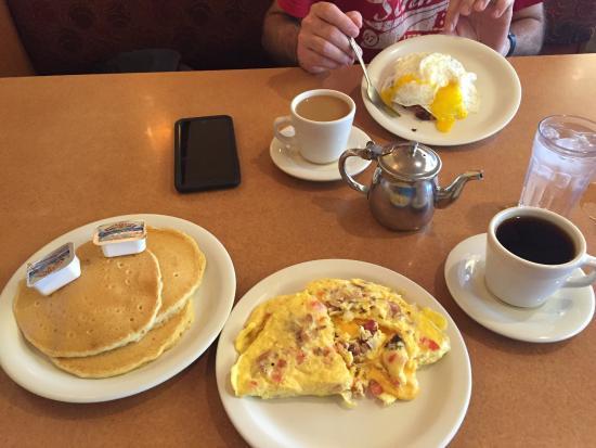 The Golden Nugget Pancake House: Denver Omlette & pancakes