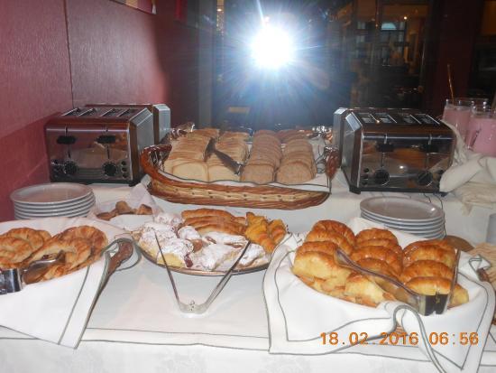 Hotel Boutique Reino Del Plata: Cornetti e paste varie