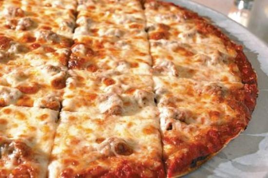 Oelwein, IA: Homemade thin crust pizza