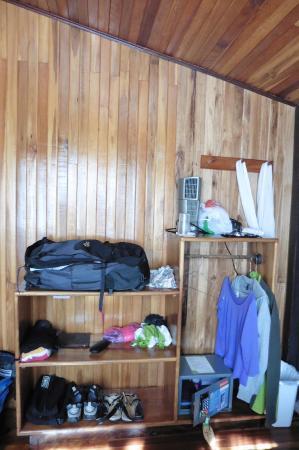 Mar Inn Bed & Breakfast: ETAGERE A LA PLACE D'UNE ARMOIRE