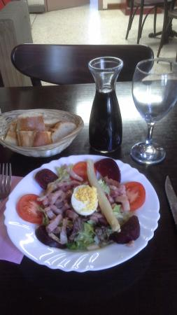 Saint-Hilaire, Frankrike: This is only the appetiser!