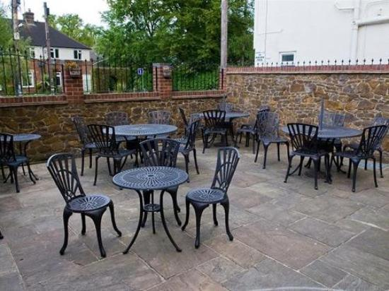 The Heath Inn: Courtyard Patio