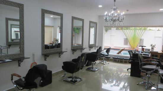 le salon de coiffure - Picture of Samrach Boutique Hotel, Phnom ...