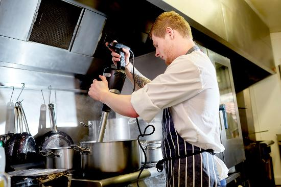 Cley Next the Sea, UK: Chef Aaron hard at work