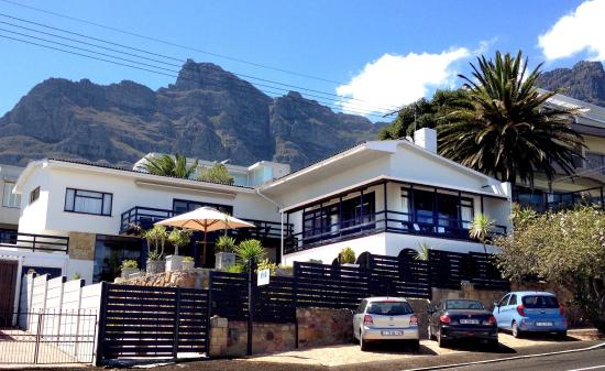 51 On Camps Bay Guesthouse: Mountain backdrop and a short walk to the beach