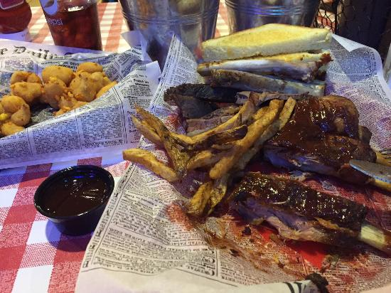 Parker John's BBQ & Pizza Kiel: Texas Two Stap