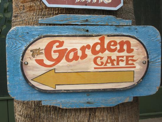 The Garden Cafe: entry way