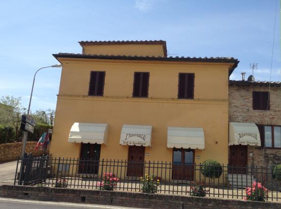 L'Albergaccio: Front-side of the building
