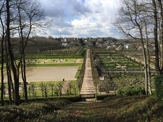 Savigne sur Lathan, Prancis: Les jardins du château de Villandry vus avec un peu de hauteur, dans les hauts du domaine