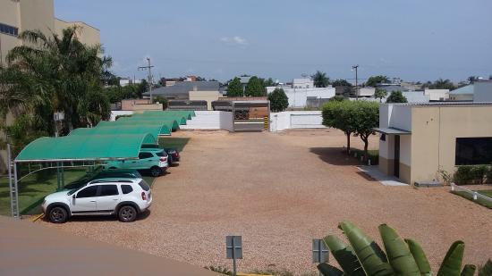 Opuka Park Hotel: Estacionamento