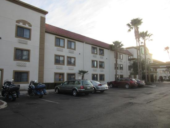 Holiday Inn Express Tucson Airport : exterior