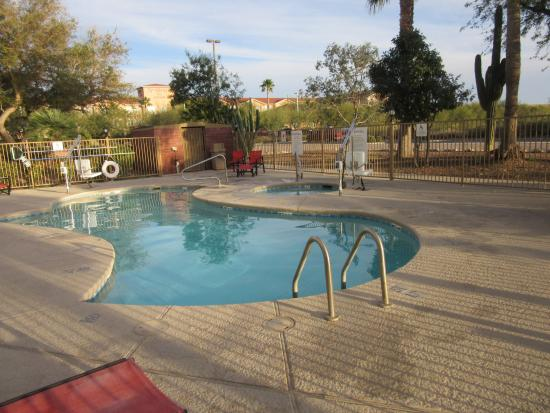 Holiday Inn Express Tucson Airport : pool and hot tub