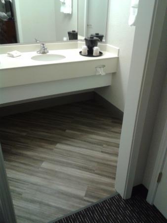 La Quinta Inn Denver Westminster Mall : Nice upgraded flooring