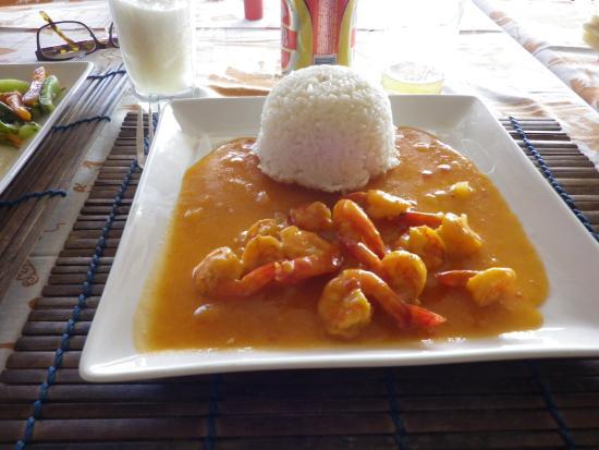 La Residence D'ambatoloaka : Plusieurs sauces différentes pour les crevettes :)