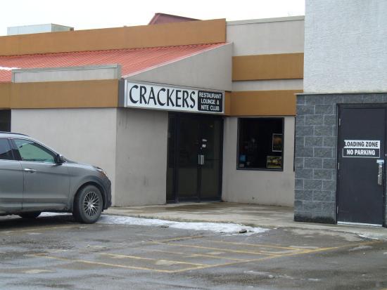 Crackers Restaurant: Crackers Front Entrance