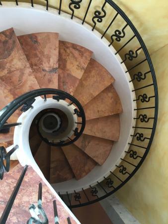 Alamos Hotel Colonial: Circular Staircase
